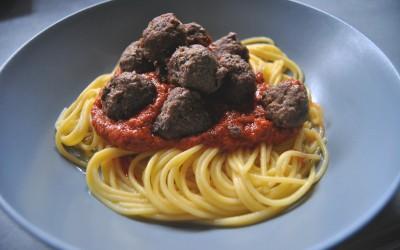 Spaghetti z pesto i pulpecikami