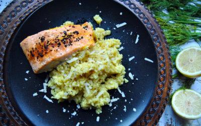 Bezglutenowe, cytrynowe risotto z pieczonym łososiem